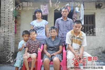 海南琼海:一人撑起七口之家