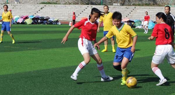 办女子足球联赛选苗子 琼海长坡中学组建女子足球队