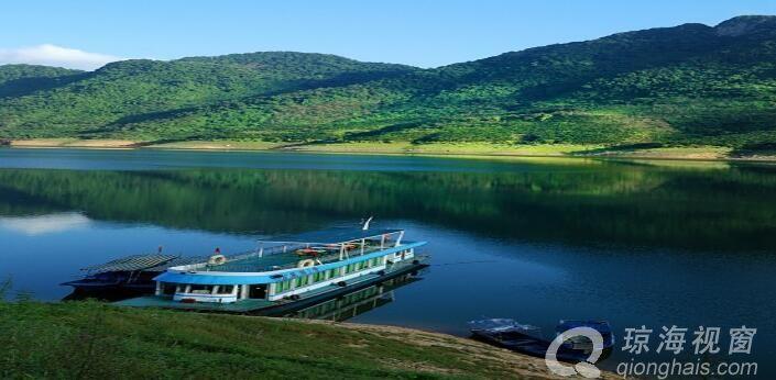 万泉河是宝岛海南的象征(河水纯净、清澈)