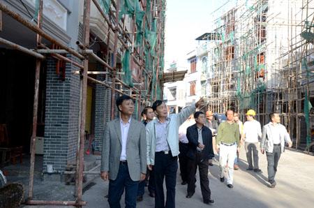 符宣朝调研新民街景观建设项目 嘉积老街味道显现品位提升