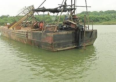 琼海一男子卷入万泉河采砂船螺旋桨身亡