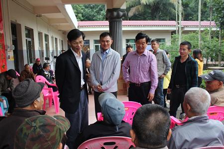 市人大副主任姚传秋到万泉镇开展2016年春节走访慰问活动