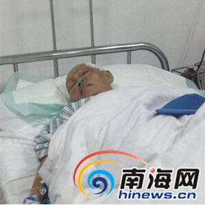 琼海老母亲被车撞伤入院 昂贵医疗费愁煞残疾儿子