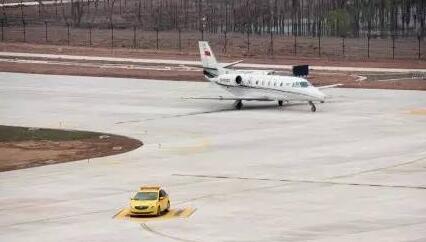 博鳌机场迎来第一架飞机降落 琼海小伙伴们都沸腾了!