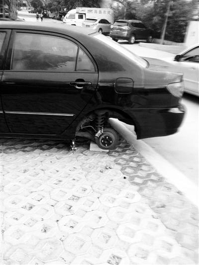 大胆窃贼:琼海一轿车被千斤顶顶起车盗走汽车轮胎
