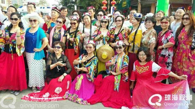 新疆麦西来甫琼海舞队在新民街穿越时空