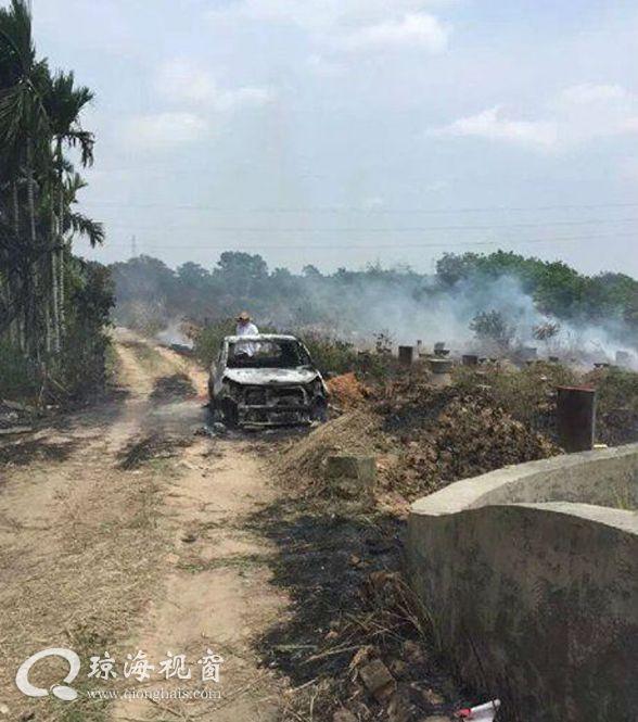 琼海村民扫墓烧纸引火灾 烧废一辆路边小轿车