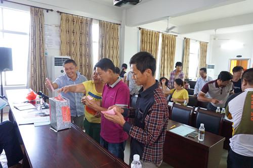 潭门镇草塘村举行村务协商会选举大会  推进基层民主政治建设