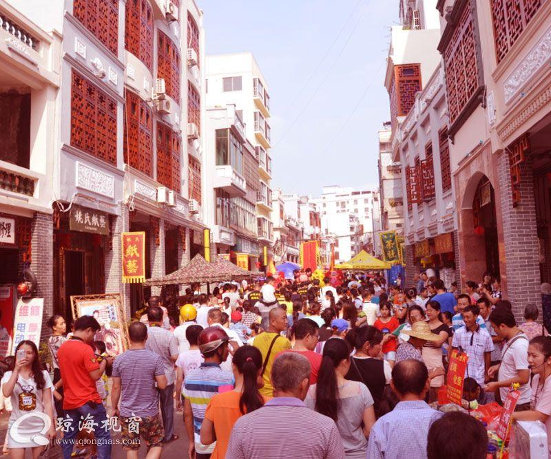 琼海嘉积新民老街开市   游客学童快乐过节