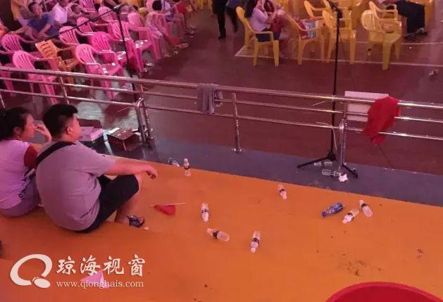 琼海:群众听着红歌,丢着垃圾,这是为何?