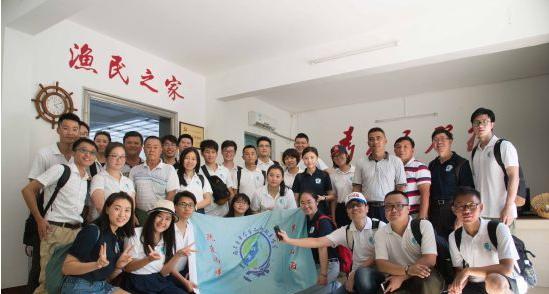 两岸青年学生南海主题夏令营营员走访琼海潭门渔港