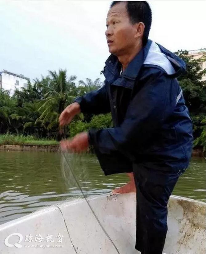 又有人落水,琼海老渔民再次救起一名落水者