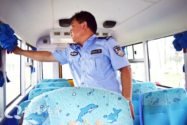 """琼海交警紧抓""""四线""""深入推进校车交通安全管理工作"""