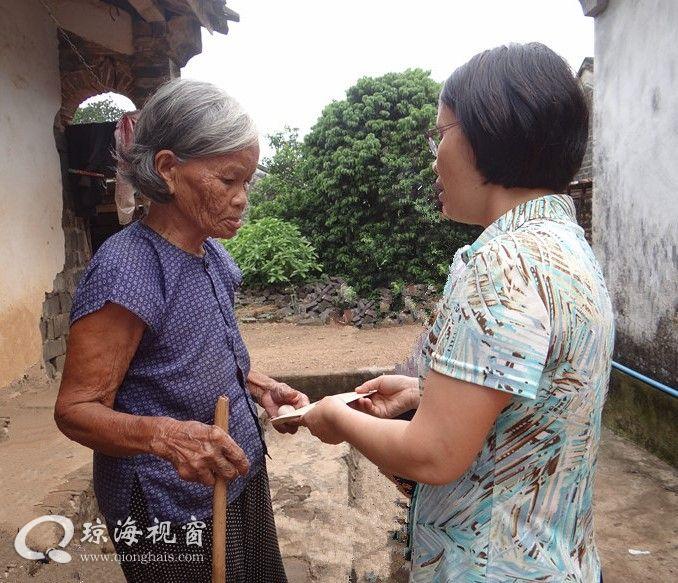 市人大主任邓玉妹到大路镇走访慰问贫困户