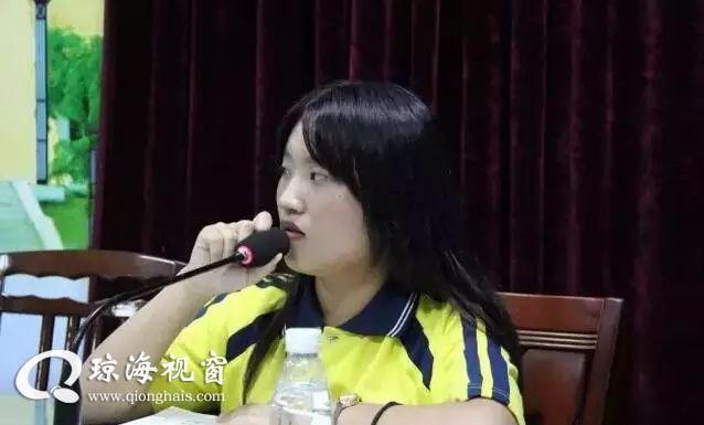 """长坡中学举行大型""""招聘会"""",应聘场面火爆。。。"""
