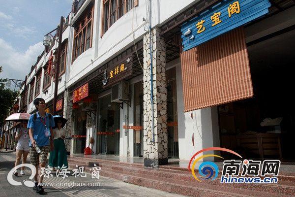 网媒记者走进琼海潭门镇 精巧工艺品吸引眼球