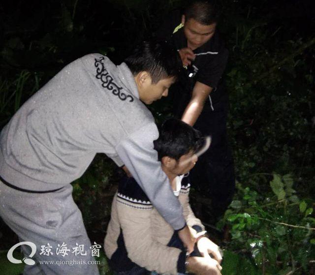 连夜蹲守擒窃贼 ,琼海长坡派出所破获系列盗窃摩托车案,所长李昭斌因公负伤