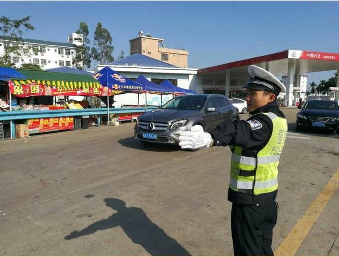 恪尽职守保平安,琼海警方出动警力1386人次完成2017年春节交通安保