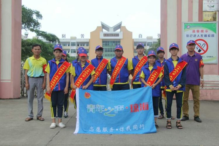 """长坡中学开展""""小手拉大手,文明交通行""""实践活动"""