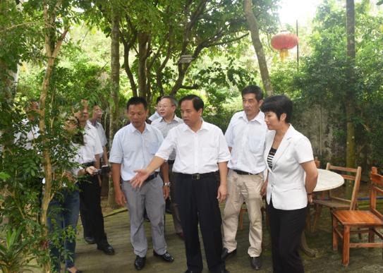 省委书记刘赐贵在博鳌调研并现场办公