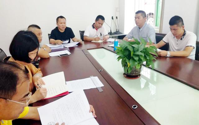 嘉积镇中心学校组织党员向廖俊波同志学习