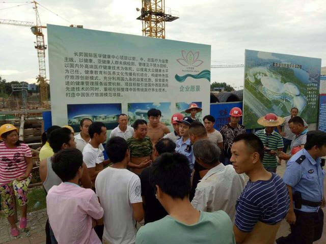 琼海公安局中原派出所联合市劳动局成功化解一起重点建设项目劳资纠纷