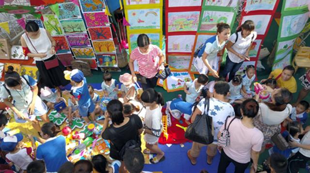 """琼海一幼儿园举行""""童画创意市集""""义卖活动,筹善款2千多元"""