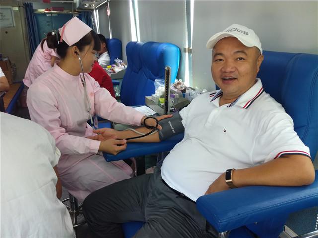 用爱心传承公益|琼海良昌餐饮连锁企业举行一年一度无偿献血活动