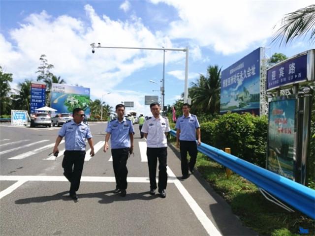 琼海交警扎实开展国庆、中秋节日期间道路交通安保工作