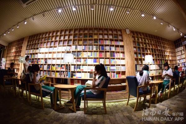 琼海共享书房:市民将它当作自家书房