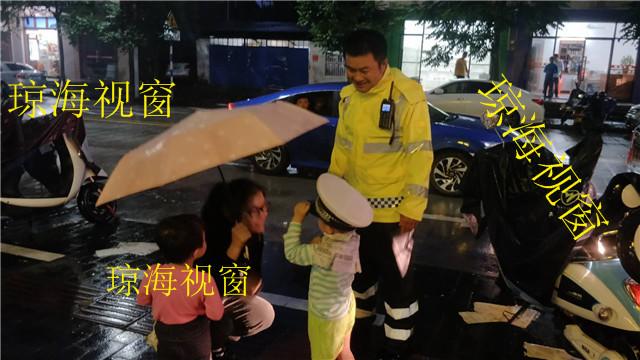 巡逻发现迷路幼童,琼海交警朋友圈转发寻找家长