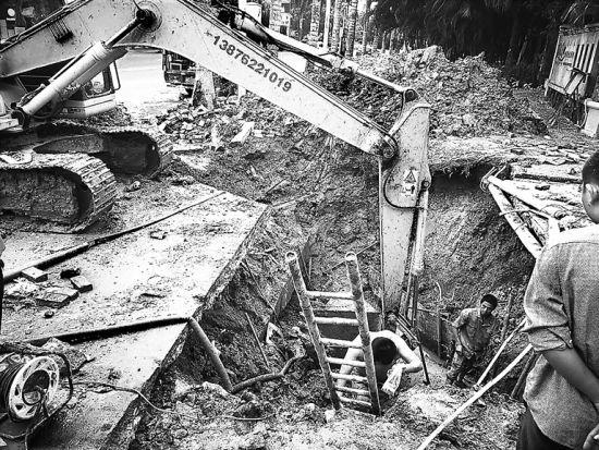 野蛮施工顶破水管 导致琼海大面积停水或供水不足