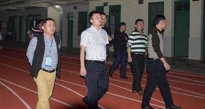 长坡中学初三年级教师赴万泉中学参观学习交流