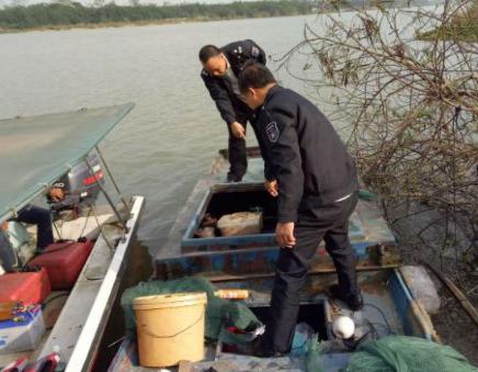 琼海开展炸电毒鱼常态化巡查,发现可疑电鱼船