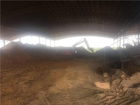 琼海一砖厂被勒令搬迁一年多仍在生产 将强制其搬迁