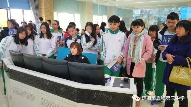 """110宣传日,市公安局邀请嘉积三中师生走进市""""110""""指挥中心"""