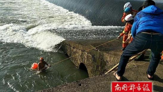 六旬老人万泉河游泳被冲下大坝 琼海公安消防联手救人