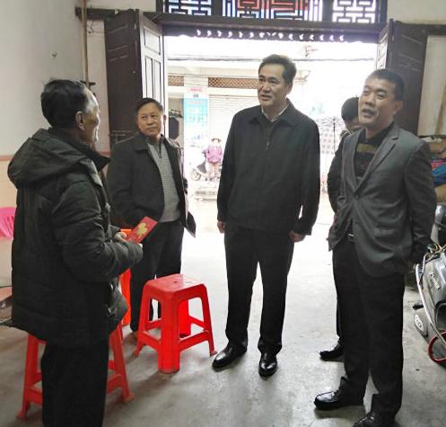 市政协副主席李家淦带队到潭门镇开展扶贫慰问调研活动