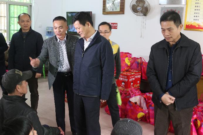 符平市长一行到中原镇社会福利中心看望慰问孤寡老人