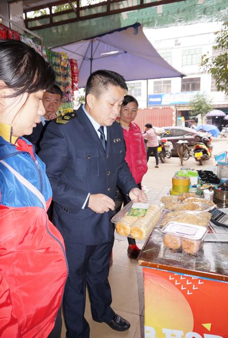 琼海食药监局各所开展春节前食品安全专项监督检查