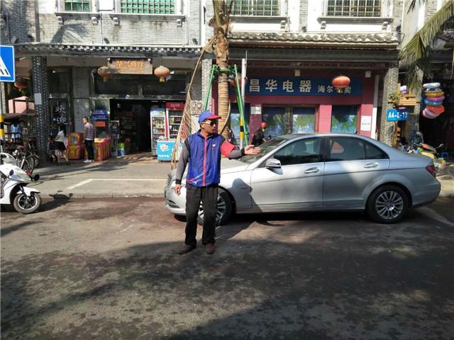 琼海交警携手交通志愿者扎实做好春节道路交通安保工作
