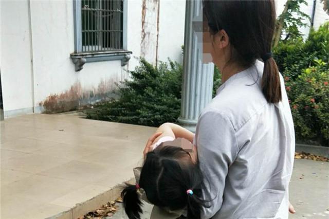 <a href='http://www.qionghais.com/html/jingfang/20180218-41619.html' target='_blank'>幼童高烧昏迷,琼海交警速开&ldquo;绿色通...</a>