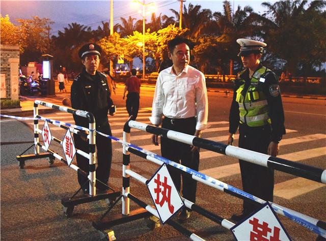 琼海交警圆满完成2018年元宵节文化活动道路交通安保工作