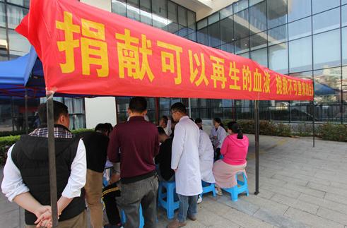 海南三医疗卫生单位联手为爱举手 践行医者仁心