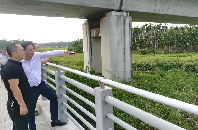 中原镇开展铁路沿线环境卫生整治工作