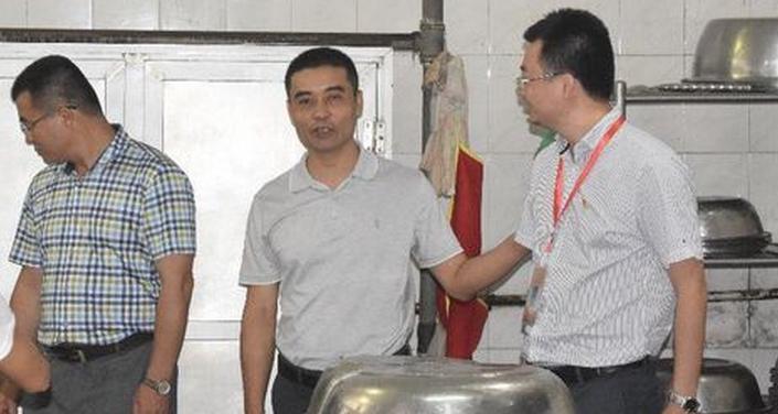 琼海市人大检查组到长坡中学进行食品安全专项检查