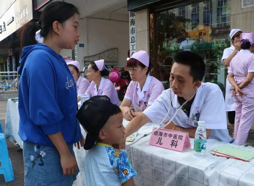 琼海市庆祝第107个国际护士节举办大型义诊活动