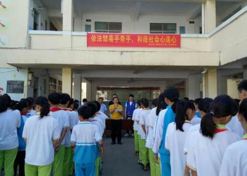 潭门镇中心学校开展青少年毒品预防教育进校园活动