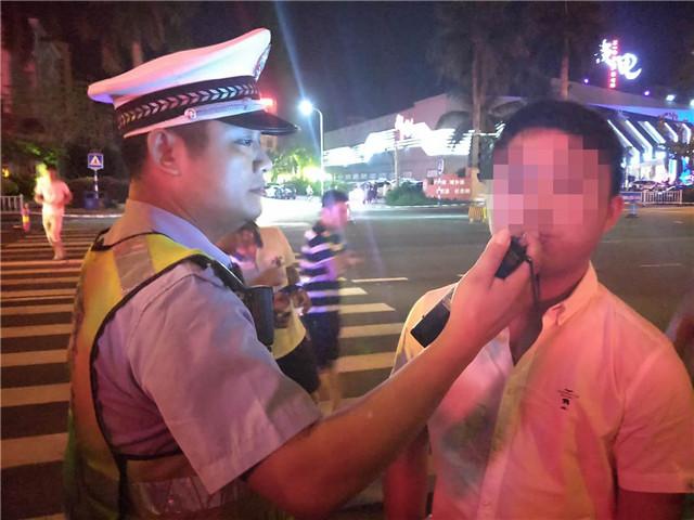琼海交警白天护考,夜晚整治,一晚查处8起酒后驾驶违法行为