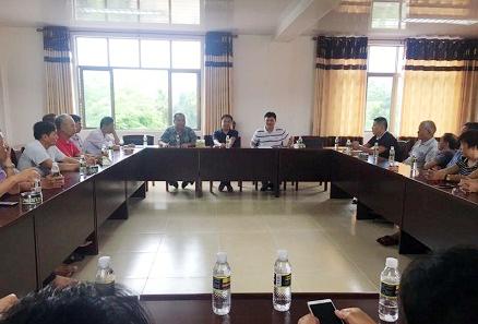 琼海市委常委、宣传部长、市人大代表刘宁到万泉镇龙头村召开座谈会